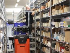 Le système d'étagères pour allées étroites Hi280